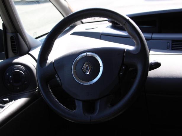 Renault Espace 2.0 diesel manueel. 04/2014 – 113600 km. bei Garage De Poorter in 8530 Harelbeke